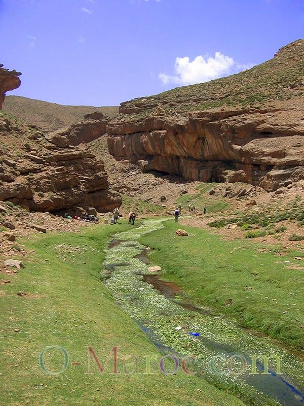Dans le M'Goun, une petite rivière sous le soleil