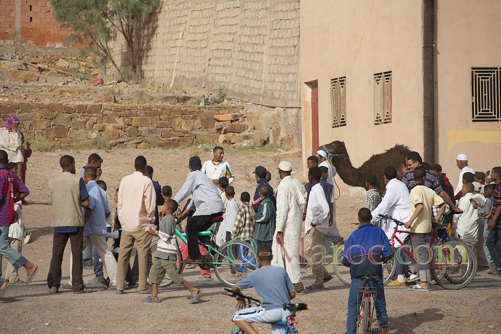 Départ du pèlerinage vers Tinghir avec le dromadaire moussem tazzarine