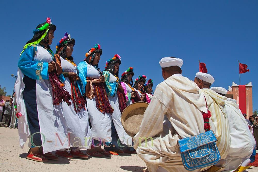 Danseuses et musiciens font l'ahaouache de Kelaa Mgouna