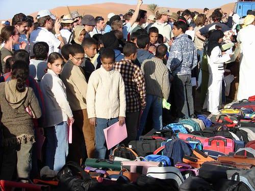 Distribution 4l trophy merzouga enfants marocains