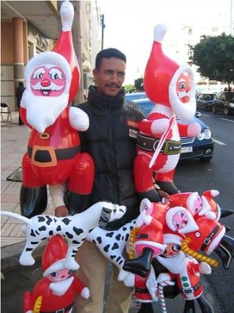 Nöel au Maroc : des ballons vendus dans la rue