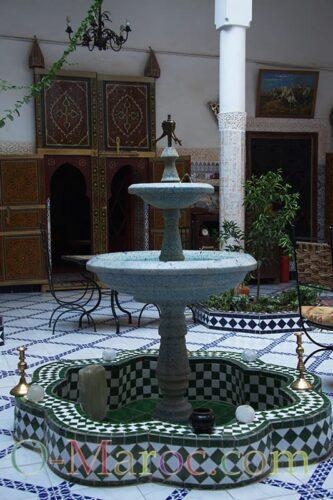 Fontaine dans le patio d'un riad