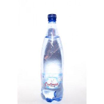 Une bouteille d'eau pétillante Oulmès