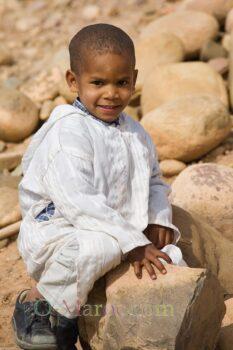 Un jeune enfant berbère de la vallée du Draa, en tenue de fête