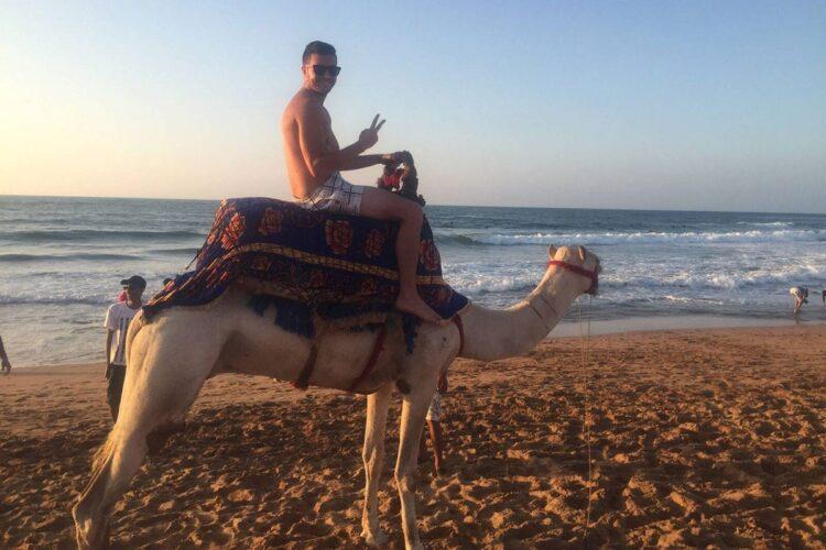 Happy tourist plage rabat