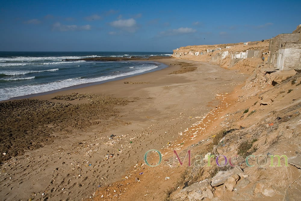 La plage et les cabanes de pêcheurs d'Aglou