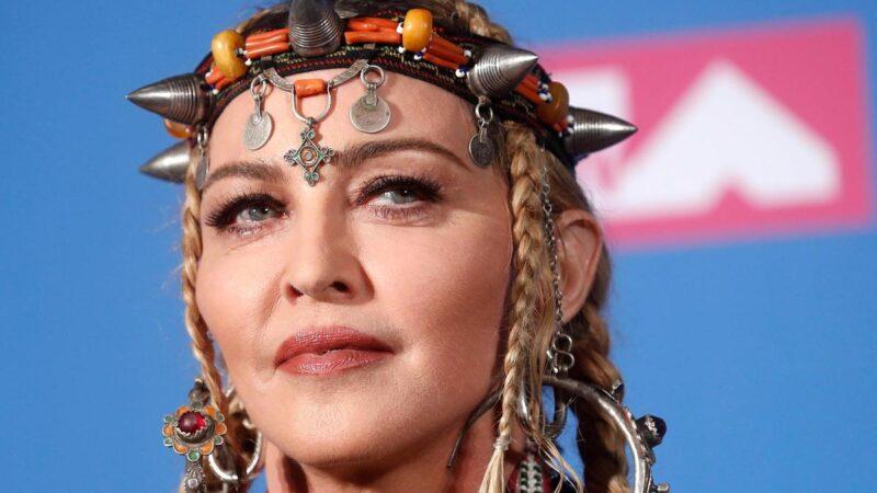 Madonna portant le Machbouh des Aït Baâmranes