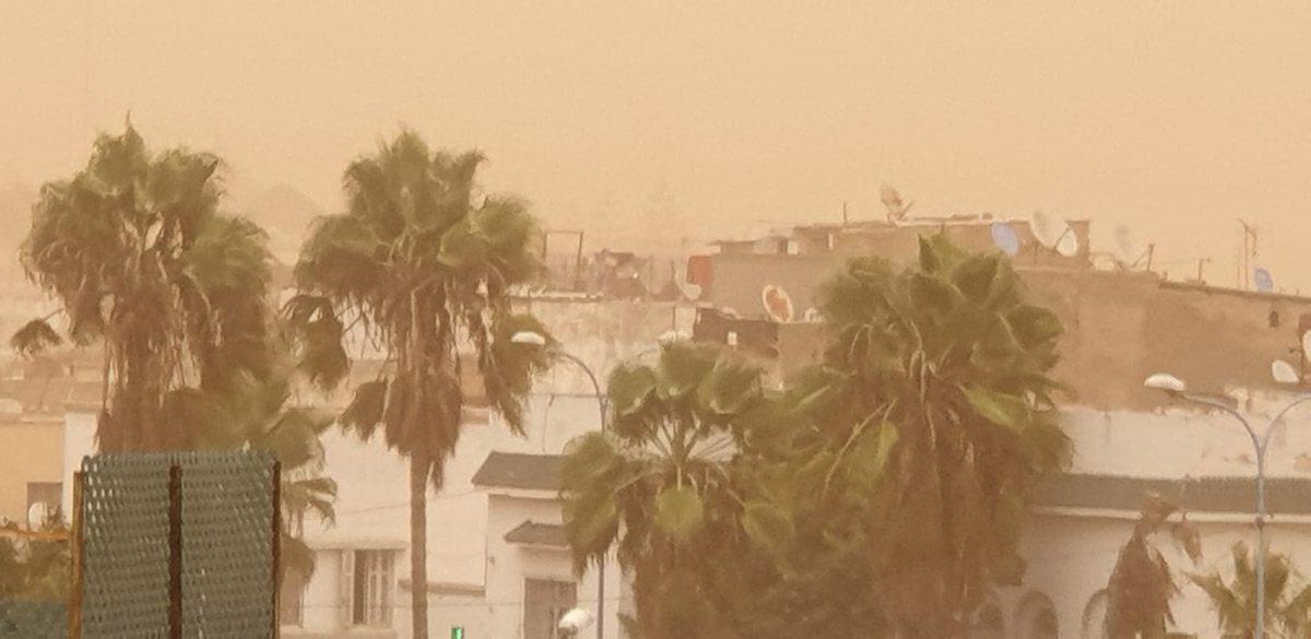 Vue d'une terrasse sous la tempête de sable