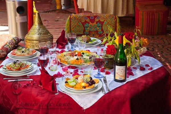 Repas marocain avec vin local