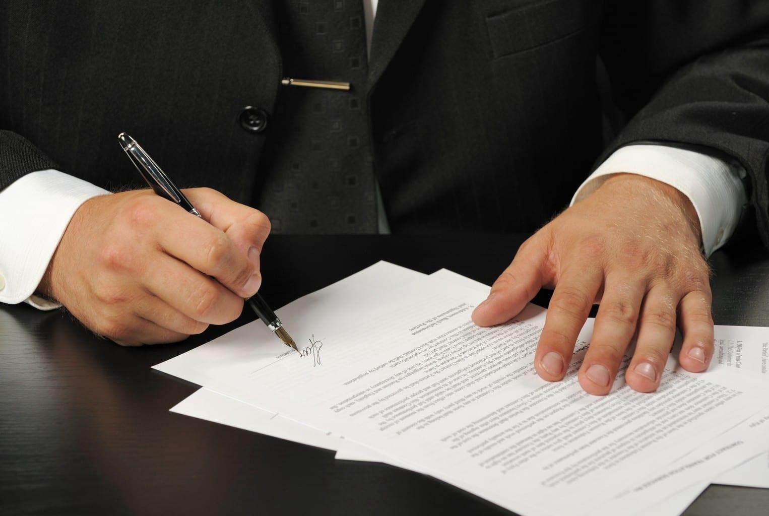 signé un contrat de travail Contrat de travail pour un étranger au Maroc signé un contrat de travail