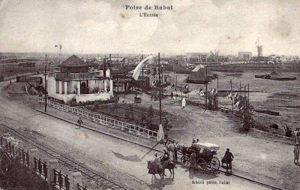 La Foire de Rabat en 1917, à droite on aperçoit les rails en 0,60 du tramway