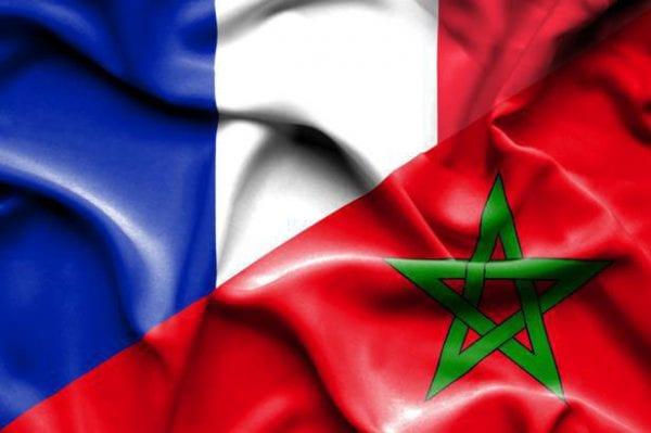 Drapeau français et drapeau marocain mélangés