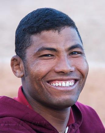 Un jeune marocain avec un grand sourire