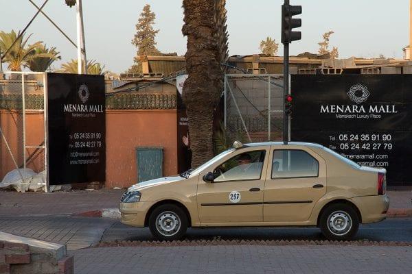 Petit taxi en stationnement
