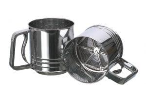 Tamis à farine en métal